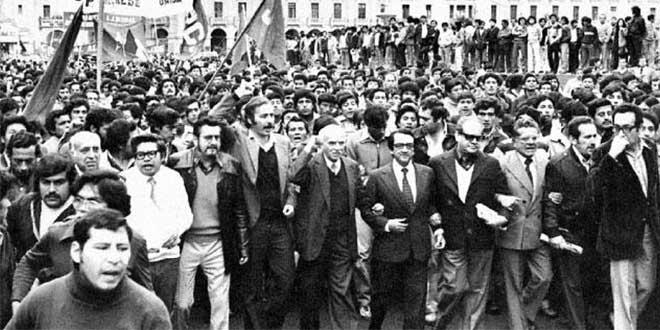 Alfonso Barrantes Lingán en la manifestación