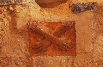 kotosh manos cruzadas