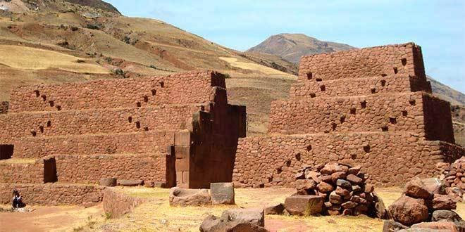 piquillacta cultura huari wari