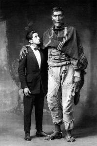 Víctor Mendivil y el gigante